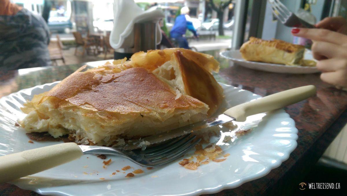 Burek - Das serbische Frühstück geniesst man mit Joghurt
